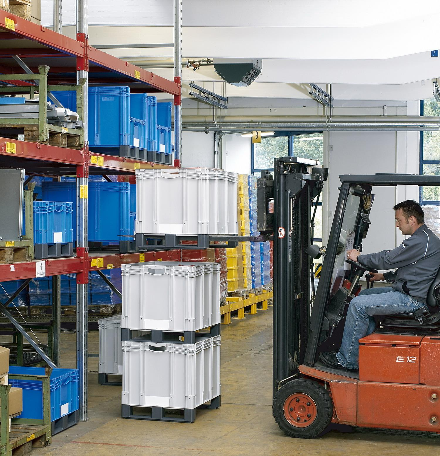 Plastic bins are very easy to handle with a stacker truck. For easy order picking, particularly in the upper stacking area, the containers can be supplied with inspection openings on either the short or long sides as an option