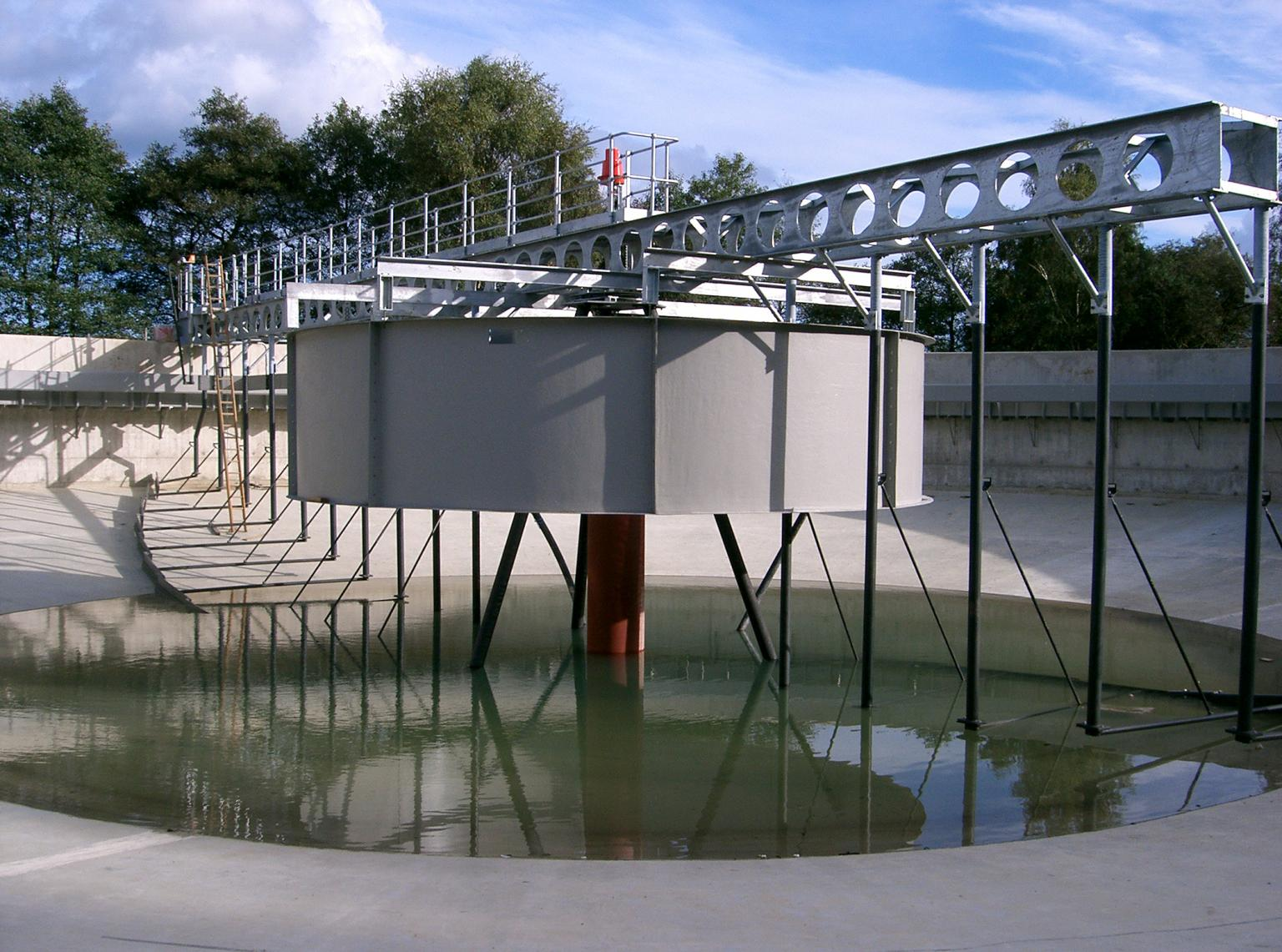 Scale is the most fundamental difference and the size of the settlement tank will, in part, determine the style of the scraper bridge; the choice between a half, three-quarter and full width bridge is combined with the need for a rotating or a fixed bridge