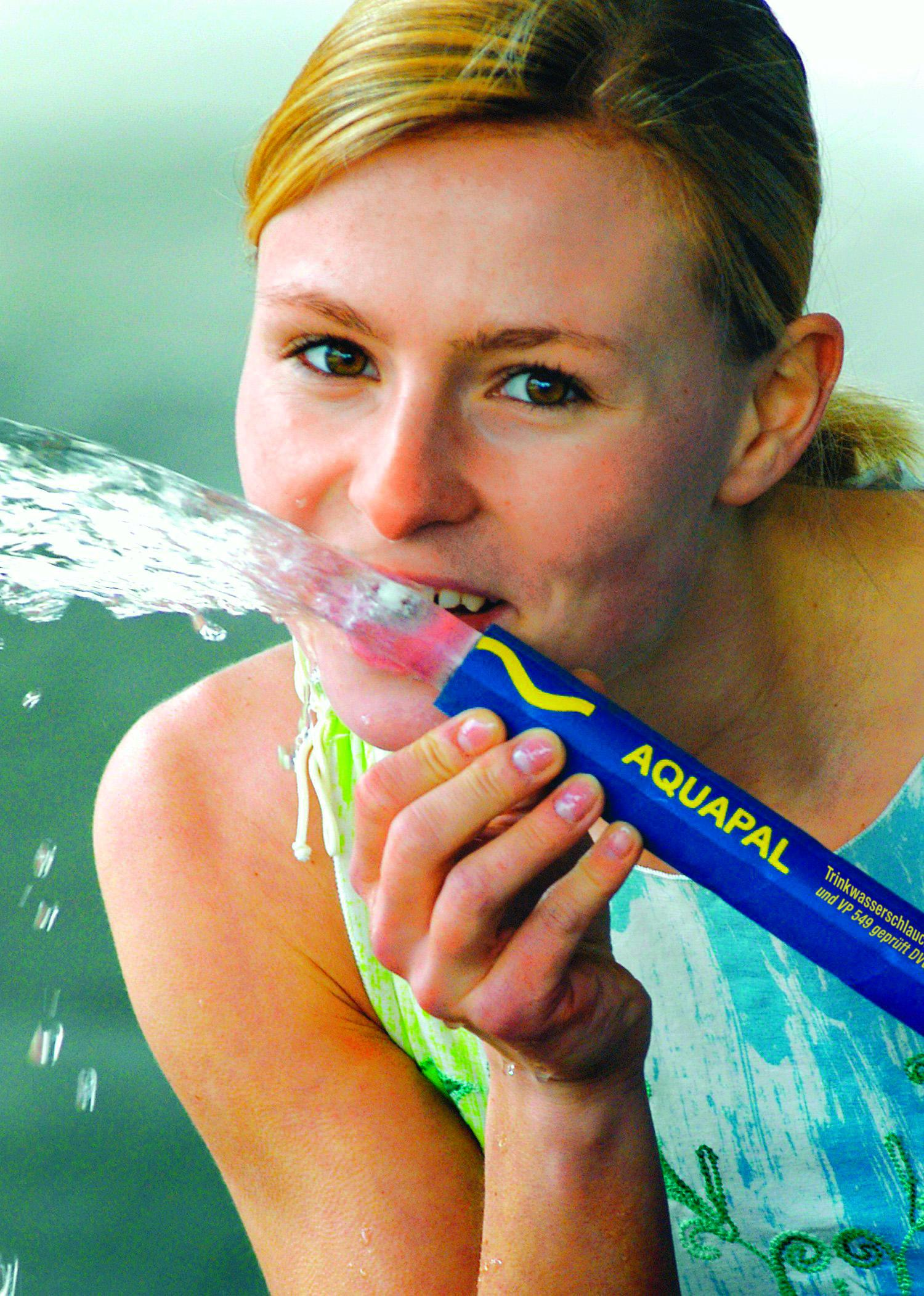 The Aquapal from ContiTech has passed all tests and examinations statutorily mandated for potable water hoses. This robust and flexible hose also complies with English drinking water legislation (WRAS), meaning that it qualifies for international use as well. Photo: ContiTech