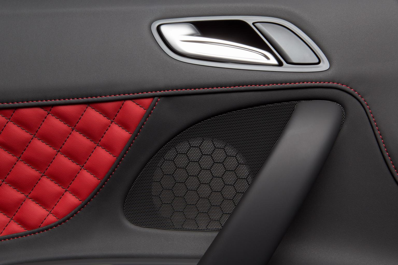 In its Nobelis trim and upholstery material Benecke-Kaliko now offers a real alternative to leather