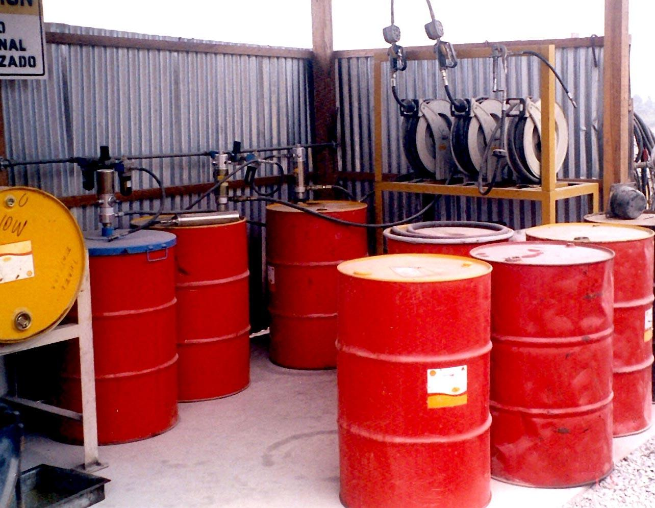 A mining equipment lubrication station equipped by Enrique Freyre SAC in Peru designed to minimise wastage of lubricants