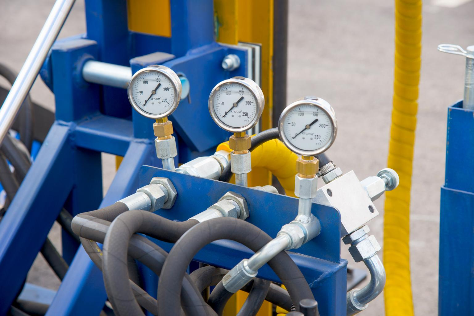Hydraulic systems carry such great volumes of fluid that even small leaks can be catastrophic to the overall system