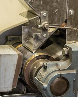 Laboratory magnetic separator