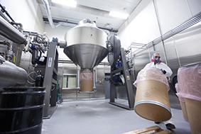 Low-impact tumble blending equipment