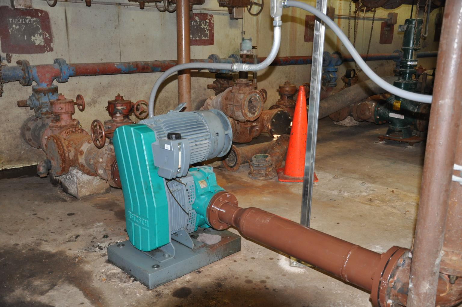 The large front cover can be easily removed and gives open access to the entire pump chamber to facilitate maintenance