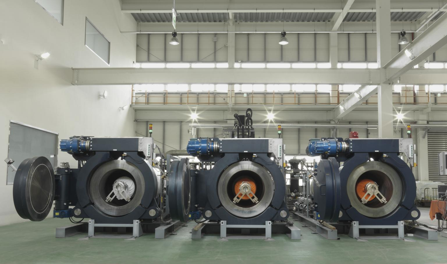 Water and process chemical-free textile dying using supercritical CO2