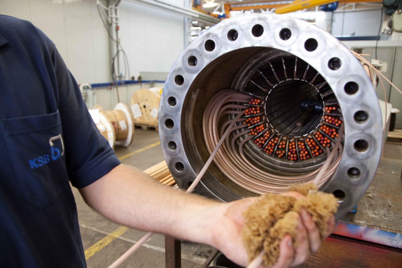 Assembling a submersible pump motor