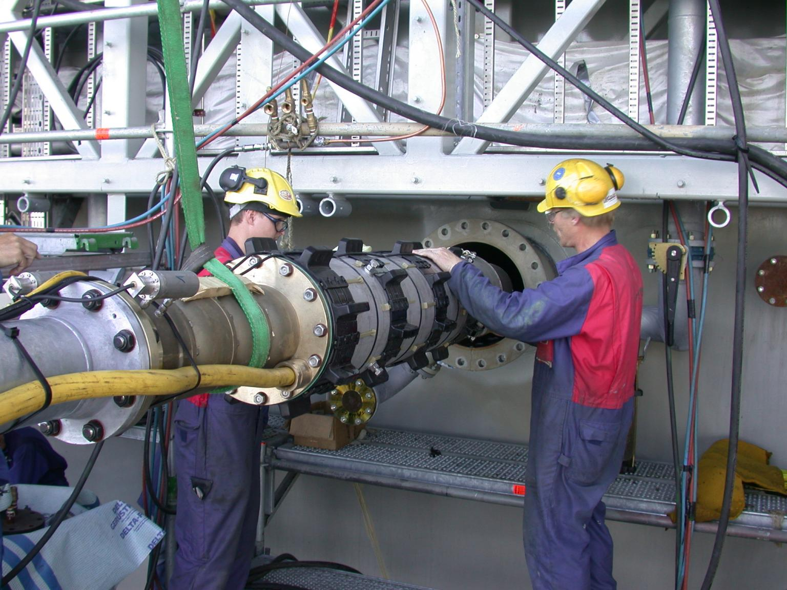 Mounting a submersible pump on the Holstein oil platform