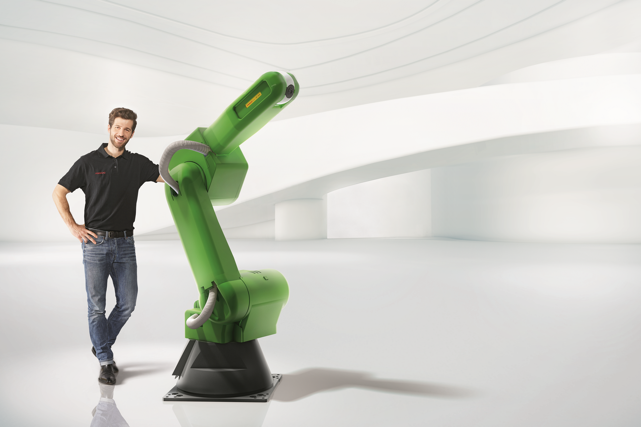 Moving into new heavy payload territory – the human-safe CR-35iA collaborative robot with a 35kg payload