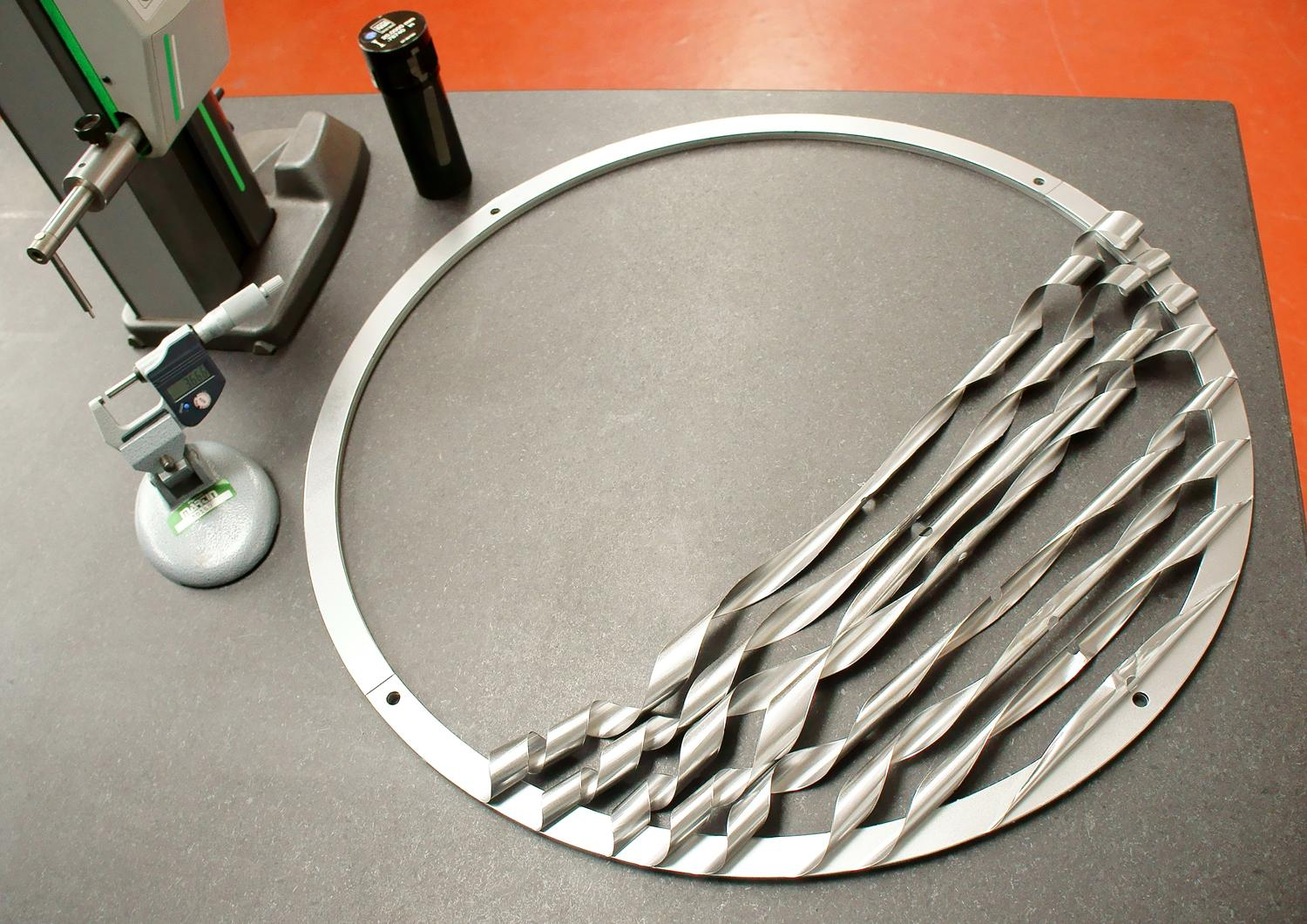 For tolerance compensation in the installation of wind turbine gear units, shim specialist Martin offers an exceptionally large steel ring with 630mm diameter