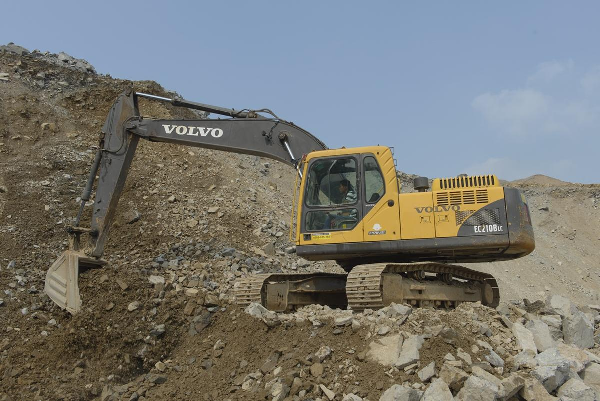 The Volvo EC210B excavator is well maintained, enabling it to demonstrate long-lasting performance