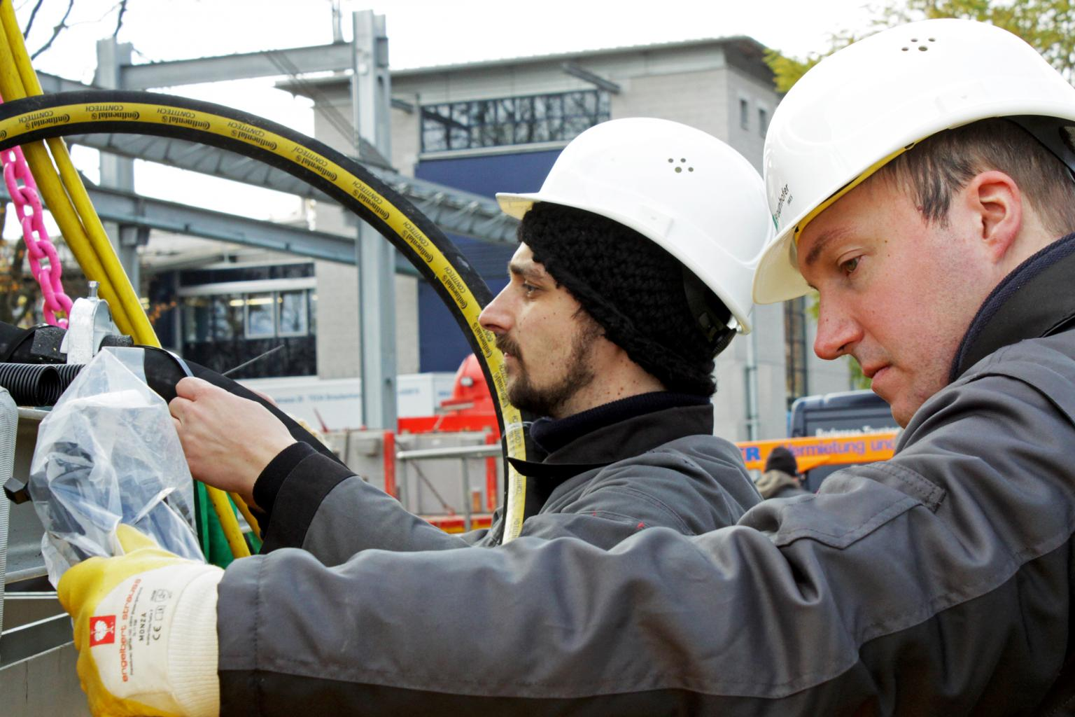 ContiTech has developed the pressure equalisation hose for a new energy storage. Image credit: Fraunhofer IWES