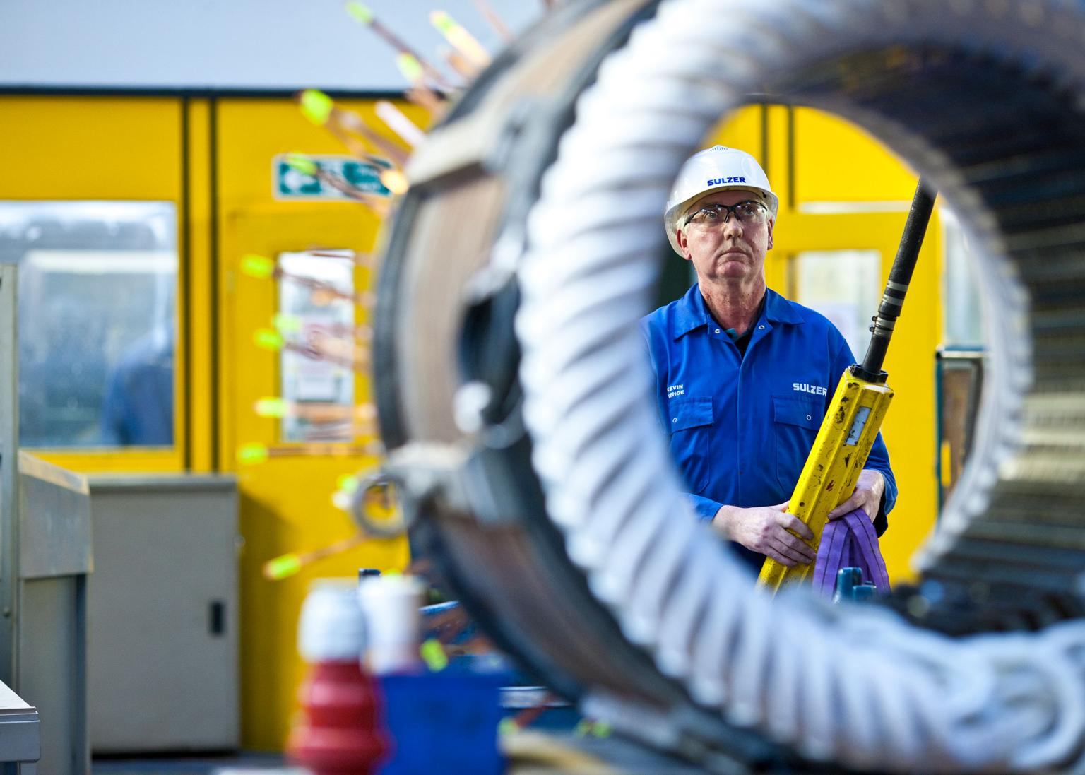 Sulzer offers a specialist on-site wind turbine repair service