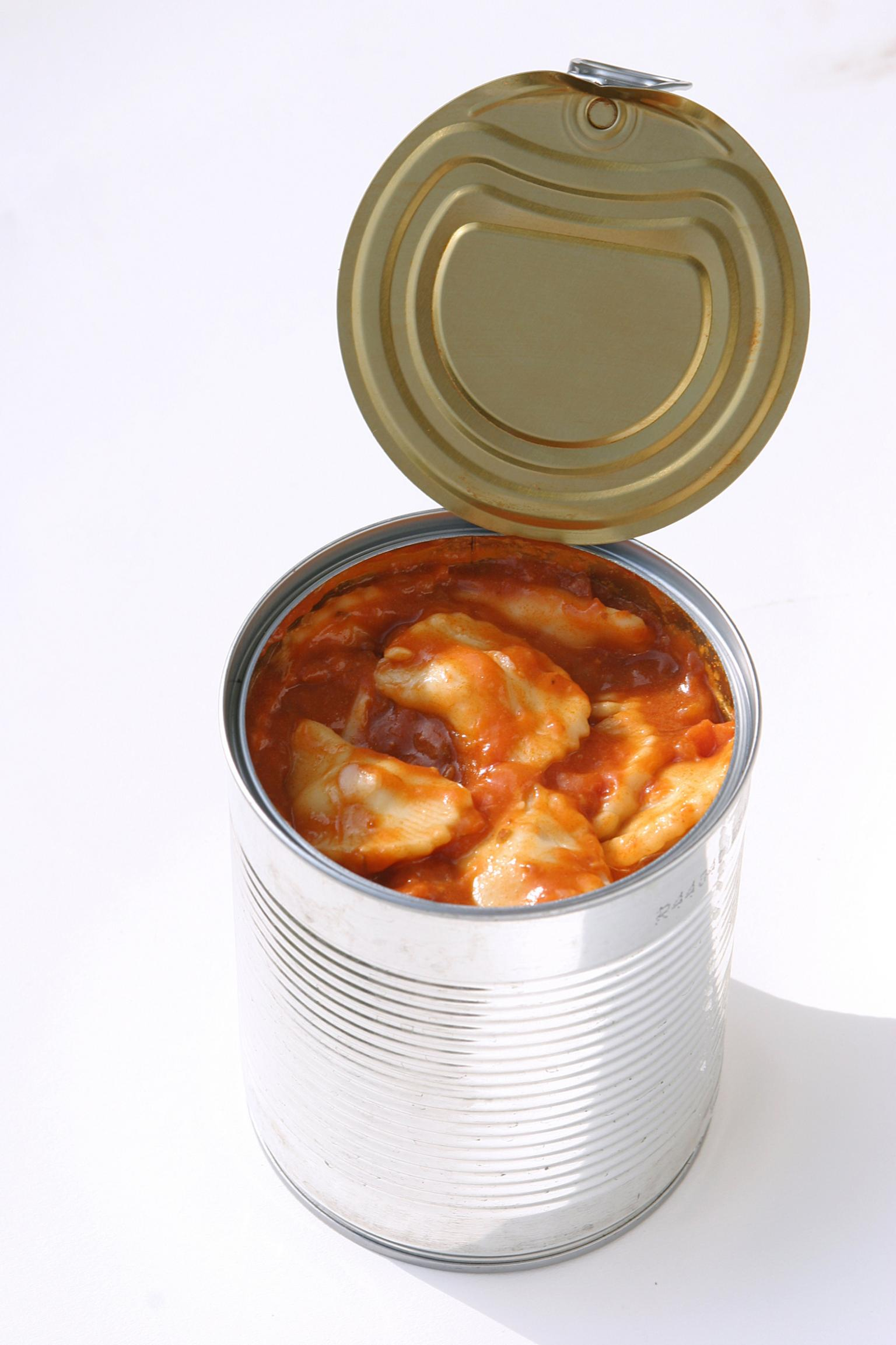 Products equipped with a transponder can still provide important information about their condition when they are in the hands of the end customer, whether they are a hydraulic hose or a can of ravioli. Photo credit: FOOD-micro – Fotolia