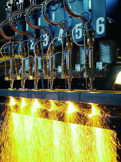 Extremely sturdy and flexible, Trix autogenous hoses keep automatic cutting machines or welders supplied with oxygen, fluxing agent or fuel gas