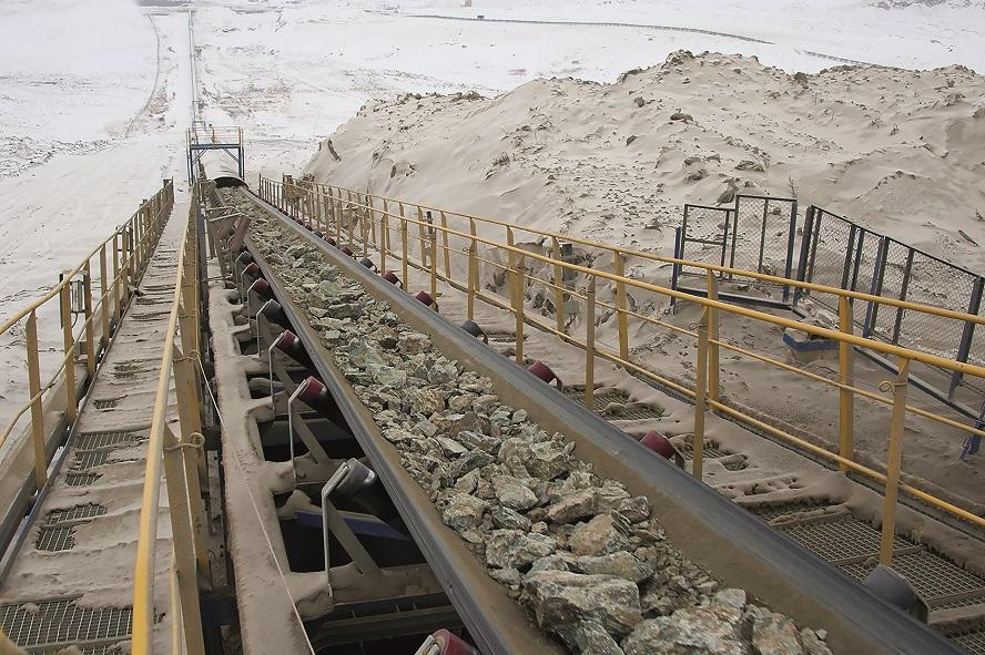 One of the most important pieces of the mining equipment is the belt conveyor, which transports minerals around the mining site.