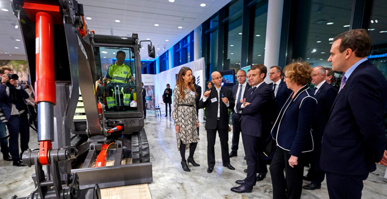 Volvo Construction Equipment presented the prototype, fully-electric EX2 compact excavator to the Swedish Prime Minister Stefan Löfven and French President Emmanuel Macron