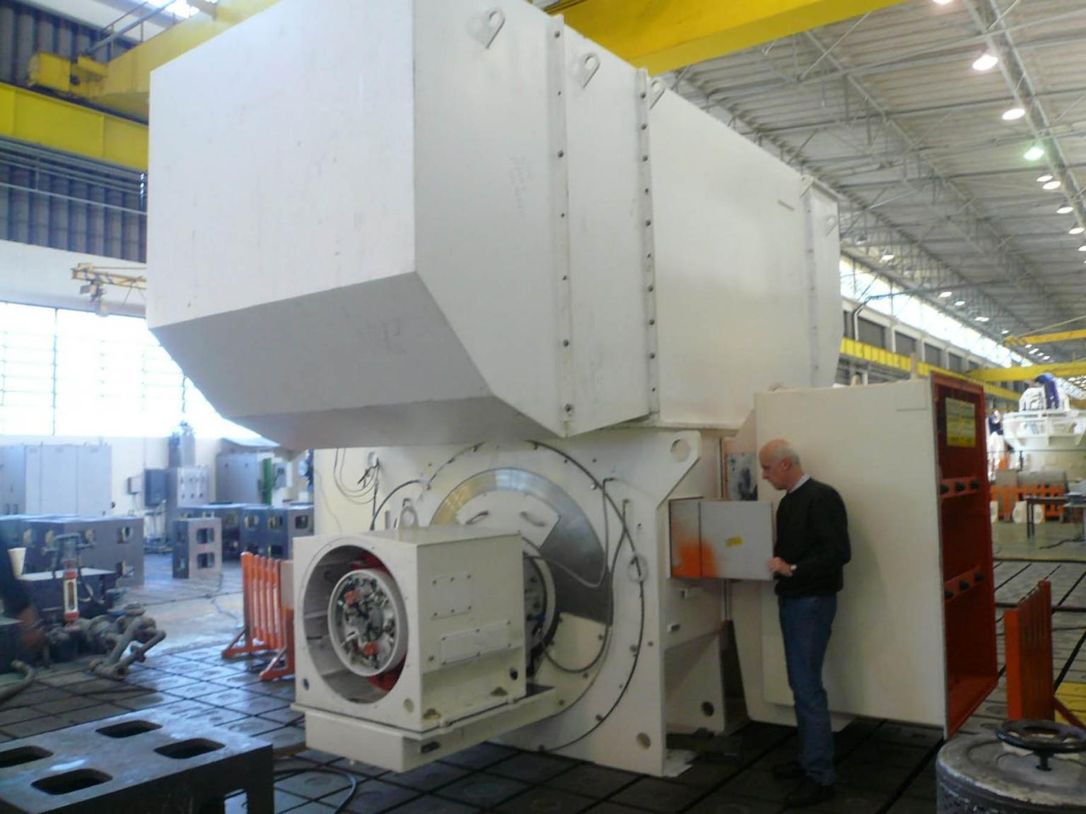 Rainer Bleich, project manager at Wintershall, during the technical acceptance of the generator at the WEG factory in São Paulo, Brazil
