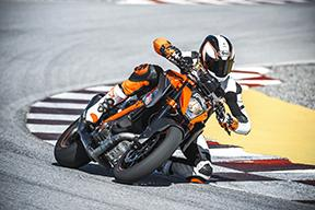 KTM sold more than 150,000 motorbikes in 2014, including an ever increasing number of road machines such as the 1290 Super Duke R MY 2015 Action, the chassis and exhaust system of which were manufactured by WP