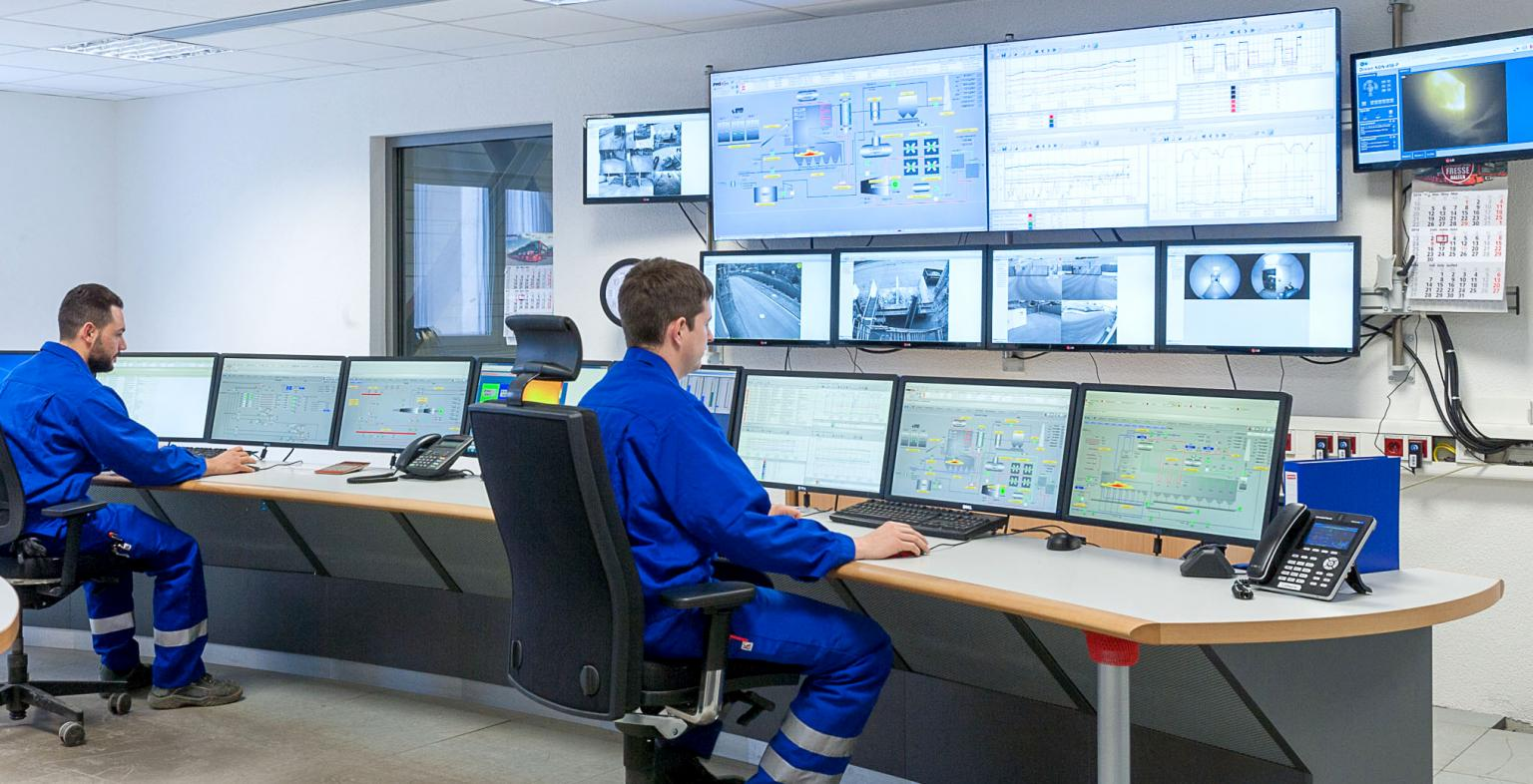 All information for operating and monitoring the entire process is collected in the central control room. Source: ESWE BioEnergie GmbH