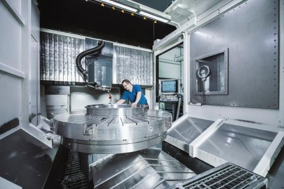 Well trained staff and high tech production machines guarantee reliable quality with every single bearing.