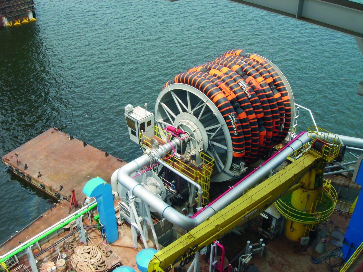For more than 50 years, the high-performance marine hoses have enjoyed an outstanding worldwide reputation. Their high quality means they can withstand the harsh conditions that prevail on offshore facilities.