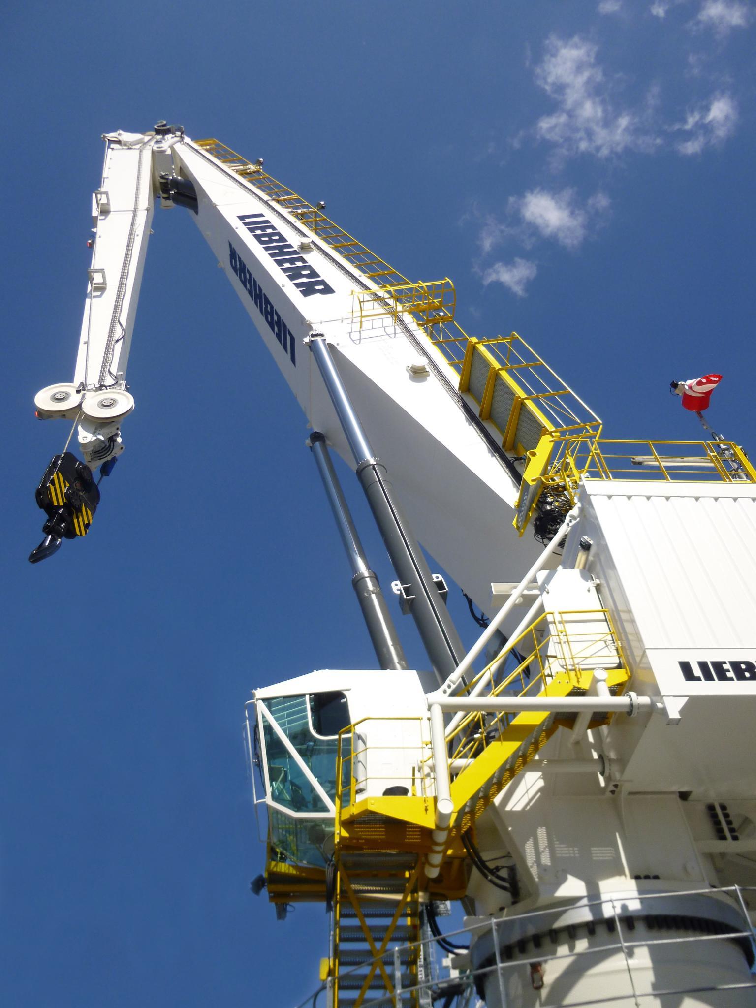 Liebherr RL-K 4200-100 LIT with maximum lifting capacity of 100 tonnes