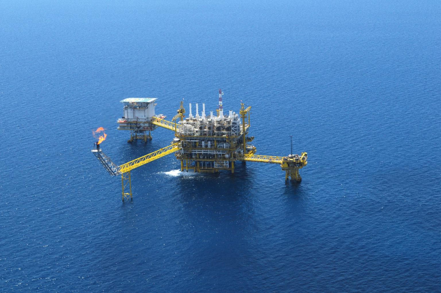 Oil and Gas companies encounter issues when attempting to keep remote sites or workers up to date with essential data