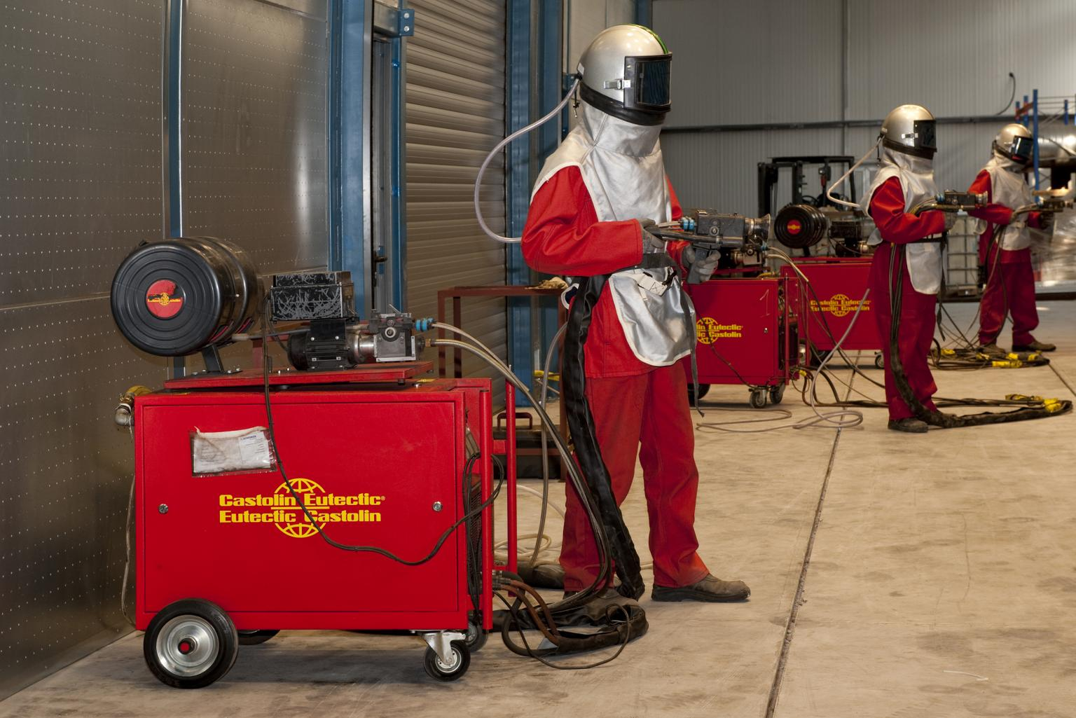 Arc wire spray process and modern Eutronic Arc spray systems for coatings on large surface areas
