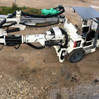Compact drill rig for underground mines